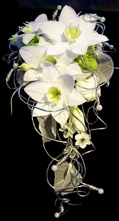 Amaryllidaceae or Eucharis - One of the absolute favourite weddingflower Cascading Wedding Bouquets, Summer Wedding Bouquets, Cascade Bouquet, Diy Wedding Flowers, Bride Bouquets, Bridal Flowers, Floral Bouquets, Romantic Wedding Colors, Alternative Bouquet