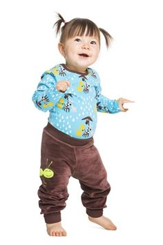 Long-sleeved all-over print bodysuit. Closures on shoulders and crotch. Double fabric at the cuffs so they look good turned up if the sleeves are too long. Organic Baby, Kids Outfits, Bodysuit, Hoodies, Kids Clothing, Long Sleeve, Party, Fabric, Sleeves