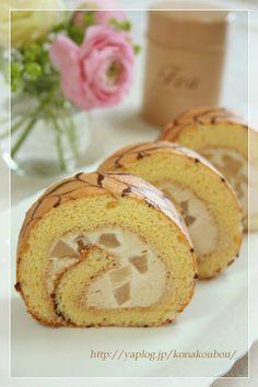 rollcake with Earl Grey teacream and pear
