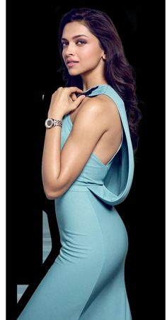 Deepika Padukone. Why can't I seem to get enough of this Bollywood star? Because she's beautiful in a way not often found in our western civilization.