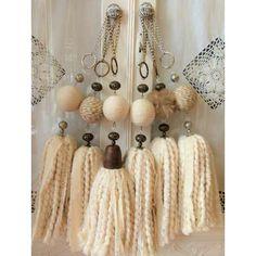 Jute Crafts, Diy Home Crafts, Fabric Crafts, Arts And Crafts, Wood Bead Garland, Beaded Garland, Diy Tassel, Tassels, Mobiles