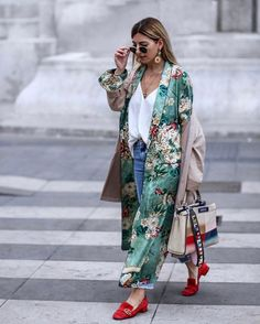 My favorite this year Modern Kimono. I beloved carrying kimonos in the summer time, on the one grasp as a result of I had introduced them from Bali,Modern Kimono Fashion Mode, Look Fashion, Daily Fashion, Spring Fashion, Womens Fashion, Fashion Stores, Street Fashion, Fashion Trends, Komplette Outfits