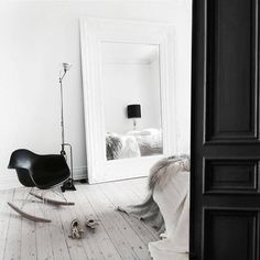 home of danish novelist annika von holdt :: my scandinavian home Room Inspiration, Interior Inspiration, Home Bedroom, Bedroom Decor, Bedrooms, Clean Bedroom, Black And White Interior, Black White, Large White