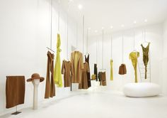 The collections are chromatically placed at the Cortana boutiques in Barcelona, Madrid and Palma de Mallorca.