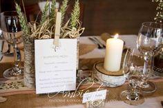 Prírodné materiály a nenápadné detaily tvoria základ tejto svadobnej výzdoby
