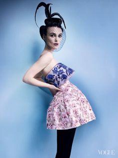 Vogue US de outubro 2012, fotografada por Mario Testino e styling de Grace Coddington