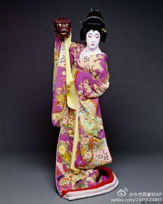 鏡獅子より小姓弥生。坂東玉三郎 Tamasaburo Bando -- he's stunning! So much prettier than me!