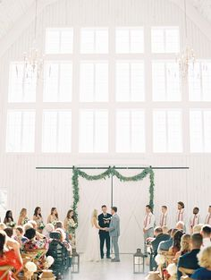 Take a look at this year's most stunning barn venues across the USA! | Photo: Tiffany Amber