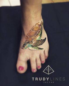 Small realist turtle tattoo on the left foot. Tattoo artist: Corina Weikl · Trudylines