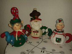 teteras navideñas - Buscar con Google Elf On The Shelf, Barbie, Christmas Ornaments, Holiday Decor, Google, Home Decor, Club, Miniature Christmas, Coffeemaker