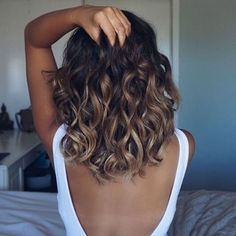Ombré brown / caramel highlights for short shoulder length hair and beach wave hairstyle