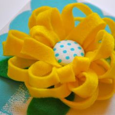 Little Bit Funky: 20 minute crafter-ANYone can makes these felt flowers!