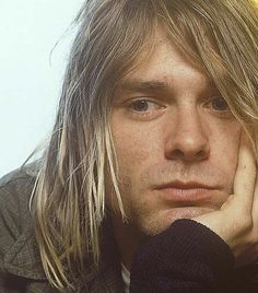 I had a dream about Kurt Cobain. He hugged me tight Kurt Cobain Photos, Nirvana Kurt Cobain, Aberdeen, Donald Cobain, Smells Like Teen Spirit, Dave Grohl, Foo Fighters, Pearl Jam, Pretty Men