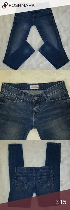 "AEROPOSTALE SKINNY JEANS Aeropostale skinny jeans sz 00. Jeans have stretch, worn 3 times and in great shape, only sign of wear is on the back pocket, some of the tiny studs missing. Jeans are a medium wash denim with a distressed look to them with a 29"" inseam. Aeropostale Jeans Skinny"