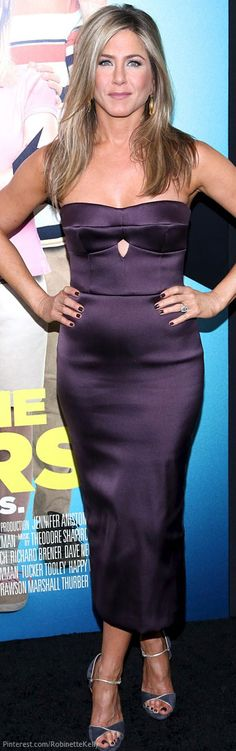 """Jennifer Aniston in Burberry (2013 New York City premiere of """"We're The Millers"""")"""