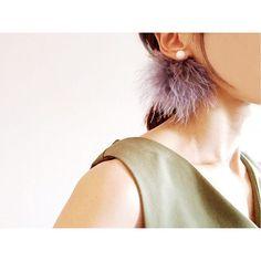 ふわふわな水鳥のファーを 使用したピアスです。 カラーはグレー。 ピアスはマットWhiteのカラーが 大人ぽいです 明日21時〜HPにて発売開始です。 #boitedemaco #アクセサリー #イヤリング #ピアス #フェザー #羽 #ヘアアレンジ #カジュアル #シンプル #コーデ #ファッション#ロンハーマン #パール #コットンパール #ママファッション #ファーピアス #こなれカジュアル #ママコーデ #田中里奈 #紗栄子 #プレ花嫁 #トレンチコート #ザラジョ #ユニジョ #ジーナシス #ローリーズファーム #minne #creema