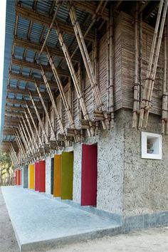 earth architecture: handmade school in bangladesh Hand-built by architects, local craftsmen, pupils, parents and teachers - a primary school in Rudrapur, Bangladesh - arquitectura Bamboo Architecture, Vernacular Architecture, Sustainable Architecture, Architecture Details, Interior Architecture, Tropical Architecture, Interior Design, Bamboo Building, Natural Building