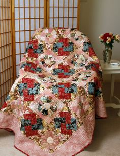 For anyone looking for traditional Dresden Plate Quilts this is the perfect choice. Dresden Plate and Card Trick blocks create a beautiful quilt. Patchwork Quilt Patterns, Card Tricks, English Paper Piecing, Hand Quilting, Quilt Making, True Love, Chrysanthemum, Bliss, Plate