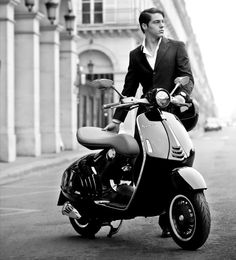 Find information about the world's most iconic scooter brand, Vespa, its latest model lineup, and dealer networks. Since Vespa has been an icon of Italian style loved around the world. Lambretta Scooter, Scooter Motorcycle, Vespa Scooters, Vespa Bike, Vespa Sprint, Classic Vespa, Bike Photoshoot, Motor Scooters, Fashion Photo