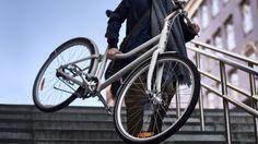 チェーンの代わりにベルトドライブを採用することで、注油などのメンテナンスが不要なIKEAの自転車が「SLADDA」です。本体には25年、ベルトドライブには10年の保証がついており、1万5000km