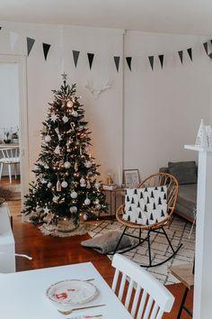 Decoration Christmas, Cool Christmas Trees, Christmas Time Is Here, Christmas Mood, Merry Little Christmas, Decoration Table, Xmas Decorations, Holiday Decor, Minimal Christmas