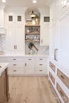Valley Parade of Homes 2019 Light wood floors, wider plank. Utah Valley Parade of Homes wood floors, wider plank. Utah Valley Parade of Homes 2019 Küchen Design, Home Design, Design Ideas, Design Trends, Color Trends, Chaise Ikea, Home Luxury, White Kitchen Cabinets, Kitchen Countertops