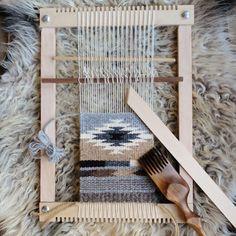Southwestern Weaving @ The Weaving Kind Makerie — natalie novak Weaving Loom Diy, Weaving Tools, Tablet Weaving, Weaving Projects, Weaving Art, Art Projects, Macrame Patterns, Weaving Patterns, Stitch Patterns