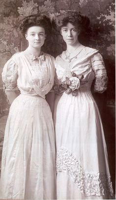 A pair of Edwardian ladies c1905-1910