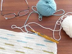 """Weaving in"" crochet technique - Kylie Hunt 3 sheets ... I know this technique of enclosing carried yarn colors as tapestry crochet, but I've never seen it used  for lines of color. It's cool someone new thought of it."