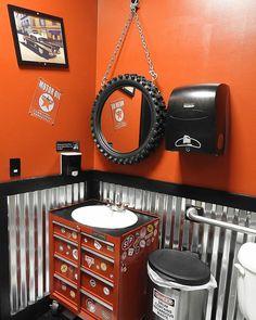 """Olha que lavabo incrível #banheiro #bathroom #industrial #lavabo"""""""