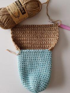 Crochet Slippers, Knit Crochet, Bed Socks, Crochet Accessories, Knitting Socks, Straw Bag, Crochet Patterns, Couture, Reusable Tote Bags