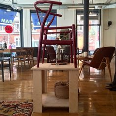 Today we are privileged to have Benny the weaver from Carl Hansen demonstrating the skills that go into making every wishbone chair seat. #aramstore #carlhansenandson #bennytheweaver #wishbonechair #ch24 #danishdesign #danishmade #hanswegner #furnituredesign #interiordesign #interiorarchitecture
