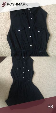 Forever 21 collared dress Good condition, collared buttonup dress. The pictures cut off but it fits above the knee! Forever 21 Dresses