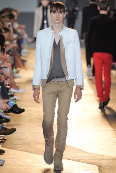 See all the Collection photos from Diesel Black Gold Spring/Summer 2015 Menswear now on British Vogue Mens Hottest Fashion, Mens Fashion, Milan Fashion, Latest Design Trends, Gq Men, How To Look Handsome, Spring Summer 2015, Casual Looks, Diesel