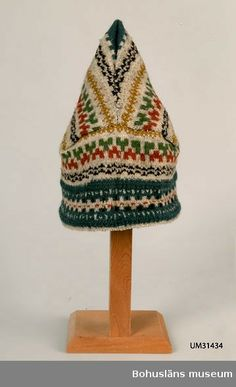 Knitted hat in so-called Pixie Model, a peaked hat with crossed seams in the back. Design by Anna-Lisa Mannheimer Lunn for Bohus Stickning Fair Isle Knitting, Knitting Socks, Baby Knitting, Knitted Hats, How To Start Knitting, How To Purl Knit, Crochet Shawl, Knit Crochet, Yarn Inspiration