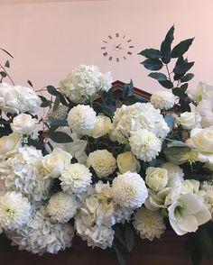 Fluffy whites #weddingflowers #weddinginspiration #weddingplanning #allwhiteeverything #londonflorist #ceremony #fotd #floralfix #underthefloralspell #flowerstagram #flowersofinstagram