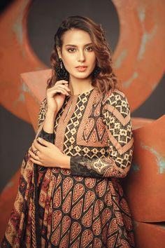 Pakistani Fancy Dresses, Saree Tassels Designs, Iqra Aziz, Stylish Girl Pic, Pakistani Actress, Beautiful Models, Beautiful Ladies, Dress Collection, Celebs