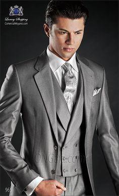 Fashionable Two Buttons Light Grey Groom Tuxedos Groomsmen Mens Wedding Suits Prom Bridegroom (Jacket+Pants+Vest+Tie) Wedding Suit Styles, Grey Suit Wedding, Tuxedo Wedding, Wedding Men, Prom Suit Jackets, Graduation Suits, Double Breasted Waistcoat, Groom Tuxedo, Groom Suits