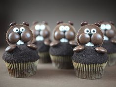 Groundhog Day Cupcakes with Reese Cups Chocolate Wafer Cookies, Chocolate Wafers, Chocolate Coating, Melting Chocolate, Cupcake Tray, Cupcake Cakes, Icing Cupcakes, Mole Day, Happy Groundhog Day