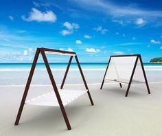 Cama plegable para descansar a orillas del mar.