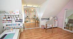♡My Makeup and Craft Room Ideas https://www.youtube.com/watch?v=DgcYLbUr8Xo
