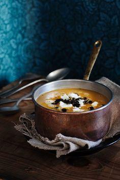 Kürbissuppe mit Pastinake und Käse | http://eatsmarter.de/rezepte/kuerbissuppe-mit-pastinake-und-kaese