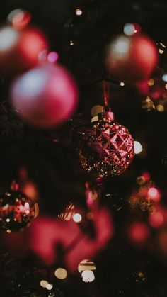New Christmas Wallpaper Iphone Jesus Seasons Ideas Wallpaper Natal, Red Wallpaper, Wallpaper Backgrounds, Wallpaper Lockscreen, Phone Backgrounds, Christmas Images, Christmas Bulbs, Christmas Nails, Winter Christmas