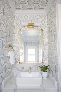 Small spaces are the perfect place to make a splash! chose the Utopia Small Double Bath Sconce by Kelly Wearstler to brighten her patterned powder room. Bathroom Interior Design, Home Interior, Interior Design Living Room, Living Room Designs, Restroom Design, Nate Berkus, Kelly Wearstler, Steam Showers Bathroom, Small Bathroom