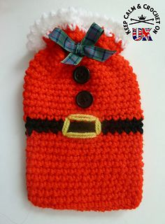 A festive dinky gift bag perfect for little treats! This mini crochet bag doesn't take up a lot of yarn so takes no time at all to make up. I've been told it fits an iphone5 nicely.