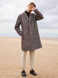 "the-trotteur: "" COS Photo by Karim Sadli. Beach Editorial, Editorial Fashion, Winter Beach, Fall Winter, Cos Man, Fashion Brand, Mens Fashion, Street Fashion, Dior"