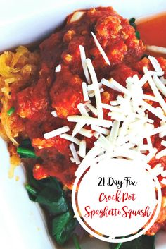 21 Day Fix Simple Spaghetti Squash with Meat Sauce {Crock Pot/Instant Pot} - Confessions of a Fit Foodie 21 Day Fix Simple Spaghetti Squash with Meat Sauce {Crock Pot/Instant Pot} - Confessions of a Fit Foodie Fixate Recipes, Healthy Crockpot Recipes, Healthy Dinner Recipes, Salisbury, Clean Eating Recipes, Healthy Eating, Healthy Food, Eating Clean, Instant Pot