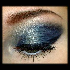 Den Gesamtlook von diesem #Augenmakeup findet ihr später auf meinem #Blog.  #beauty #beautyblogger #beautyblog #makeup #makeuplook #lidschatten #blog #blogging #blogger #eyeshadow #schminke #blogger_de #instalike #instamakeup #bblogger #augenmakeup #eye #blueeyes #motd #instabeauty #beautyblogger_de #beautygram #makeupaddict #germanbeautyblogger #blue #gold #bblogger_de
