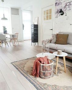Fijne zondag ♡ • ik kom nog even bij van gisteren #interior #styling #interiorstyling #interiorstylist #blogger #dutchbone #malagoon #hkliving #factorybehang #woood #hollandschevloeren #haydesign #fonqnl