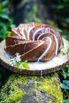 This apple cinnamon bundt cake with lemon glaze is indescribably delicious and keeps very well – perfect for your coffee break! Healthy Cake, Apple Cinnamon, Apple Recipes, Celebration Cakes, Coffee Break, Let Them Eat Cake, Food Inspiration, Dessert Recipes, Desserts